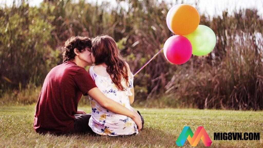 Mơ thấy hôn nhau đánh con gì